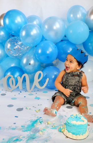 1 year old photoshoot background and props