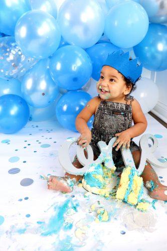 one year old photo shoot cake smash