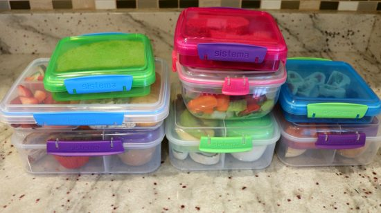 Pack a week's worth of lunch in one afternoon! Make your mornings easier, simpler and more enjoyable by following these 5 easy steps to make ahead lunch.